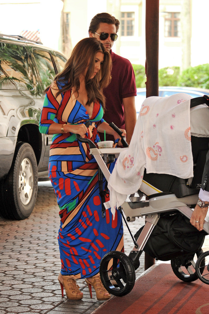[Pix] The Kardashian Crew Arrives at Biltmore Hotel in Miami for family Photo